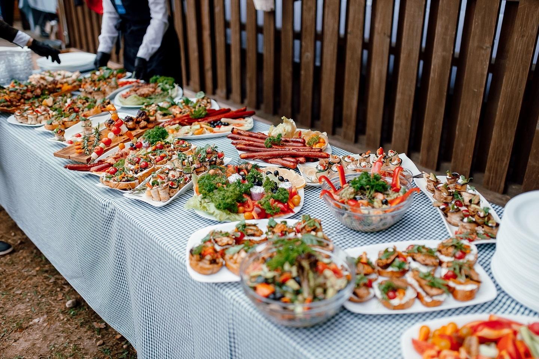 коллективный поединок по приготовлению различных блюд.